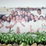 ELAM. Ve Küba, kendi ülkesinde okumaya gelen yabancı ülkelerin gençlerine de ücretsiz eğitim, yemek, konaklama ve sağlık hizmeti veriyor.